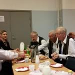 """Dansföreningen Västbergaträffen i samarbete med Alviks kulturhus i Stockholm hade fixat """"gofika"""" till oss i pausen"""